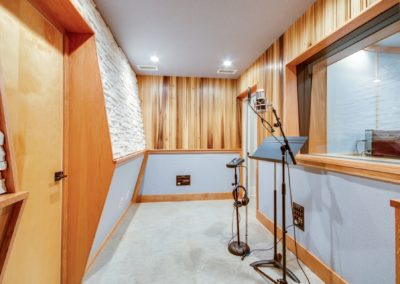 Small Tracking Room-min